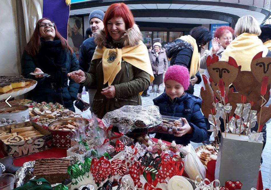 Dobrodelna božična stojnica (LK Celje Mozaik)