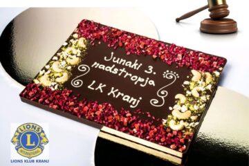 okrašena čokolada z napisom, kladivom in logo kluba