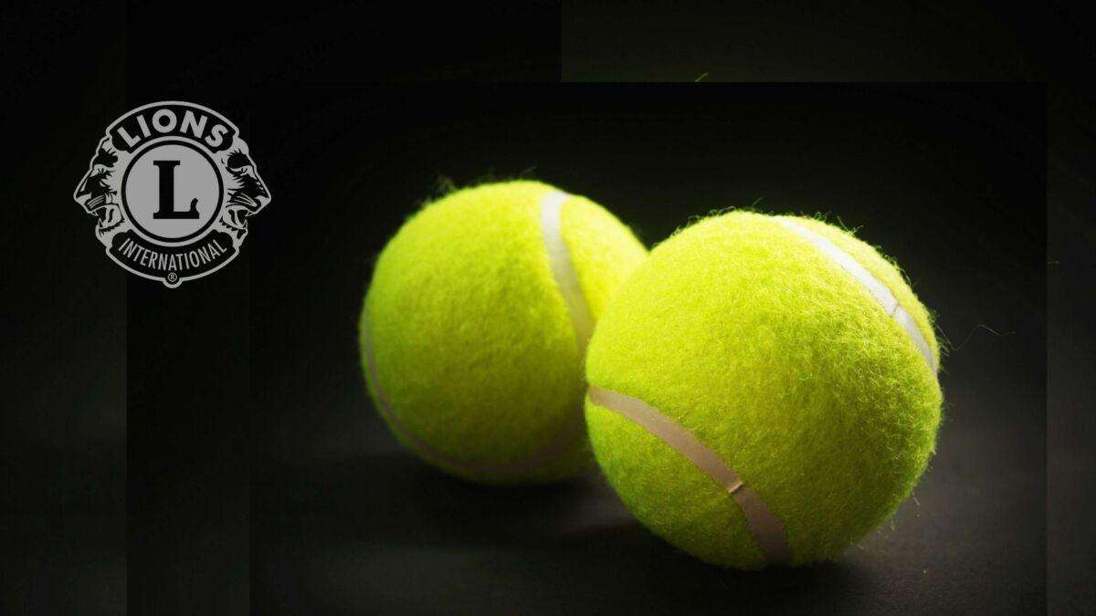 tenis žogici in Lions znak